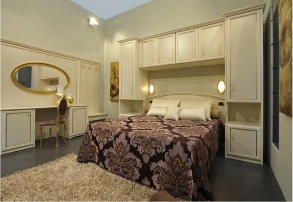Camera armadio a ponte per stanze piccole