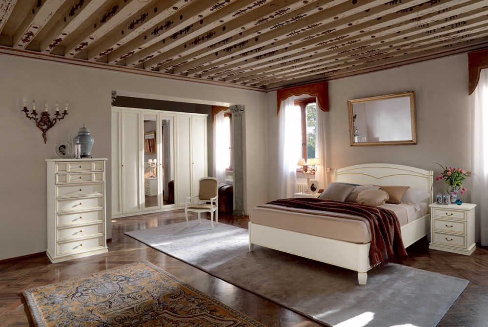 Camera da letto classica armadio ante specchio for Arredamenti villanova