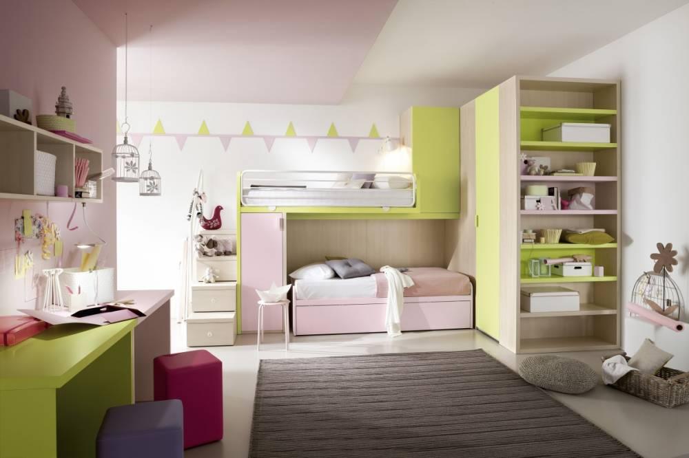 cameretta dai colori tenui rosa e verde