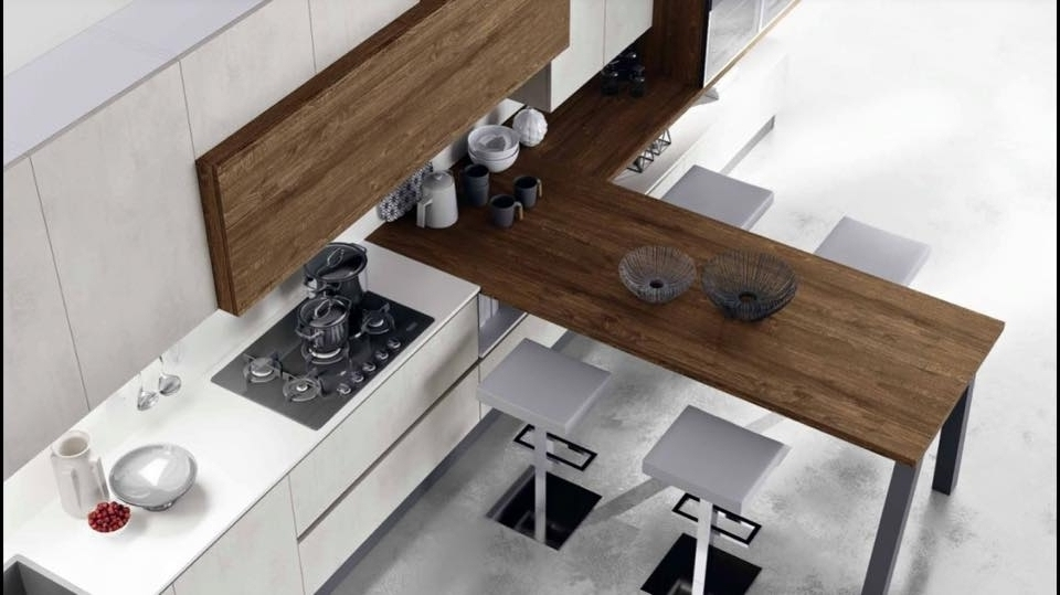 cucina originale con bancone in legno