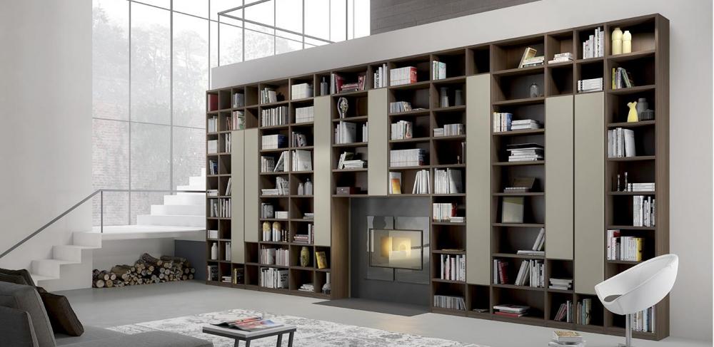grande libreria con spazi aperti e chiusi