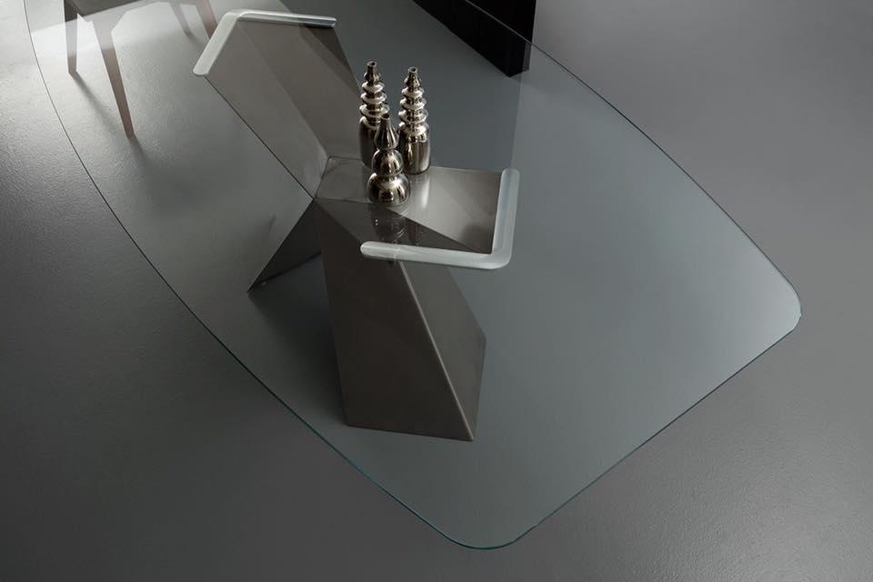 una particolarita´ tavolo piano vetro
