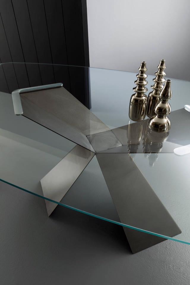 tavoli con piano in vetro