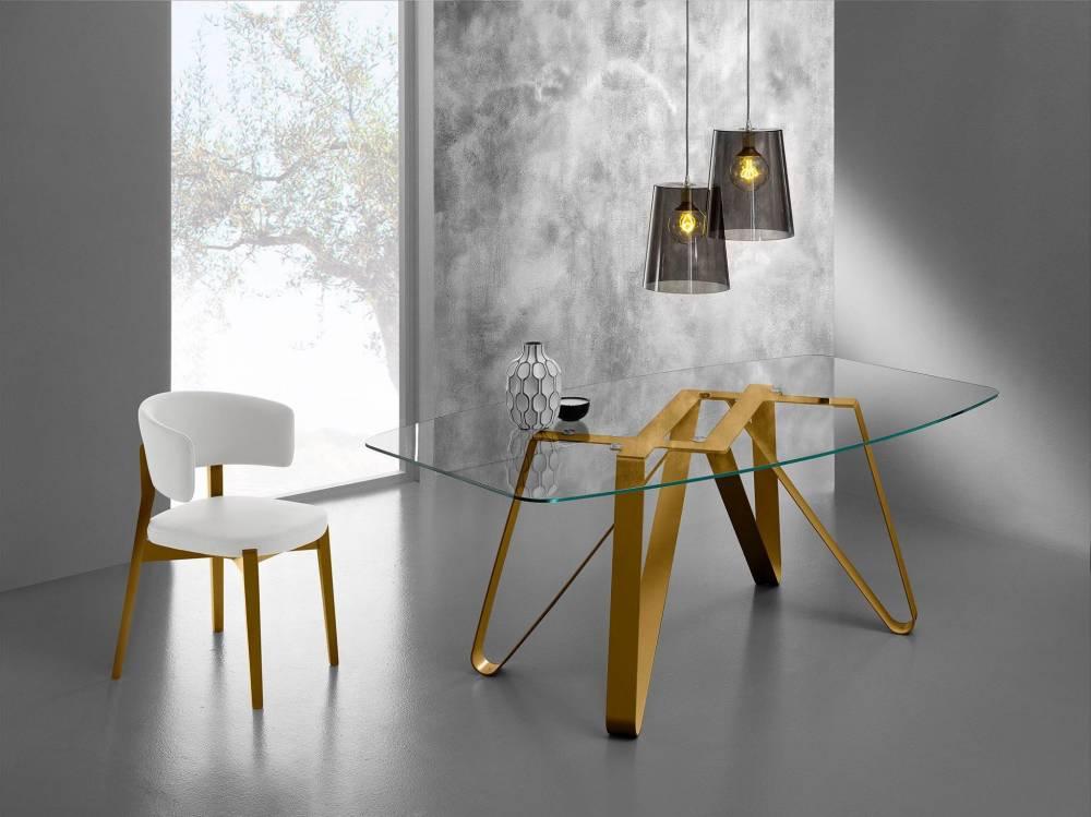 tavolo con basamento in metallo color oro a Roma